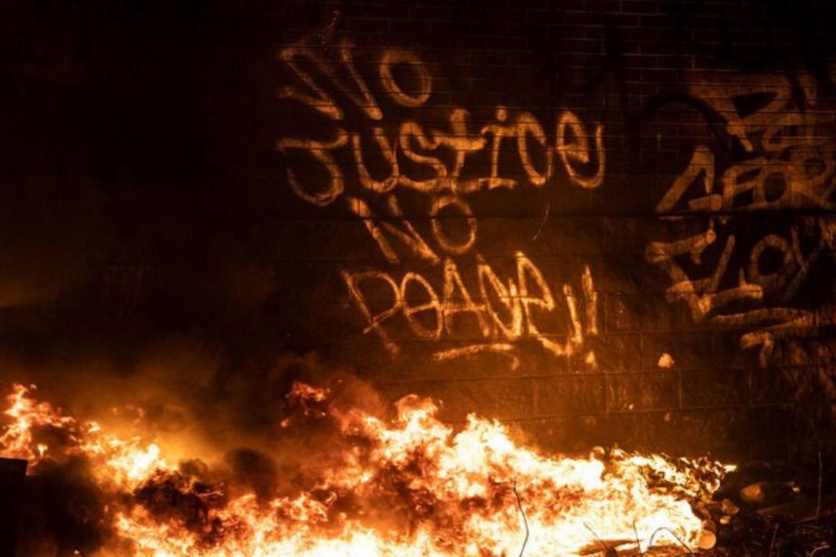 Marxismo e insurreição: Quando o povo se rebela contra o racismo