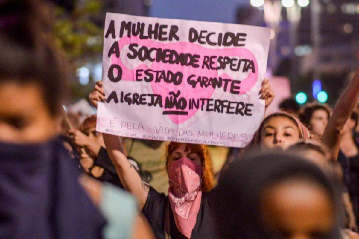 Mais de 20 mil meninas mantêm gravidez resultado de estupro no Brasil