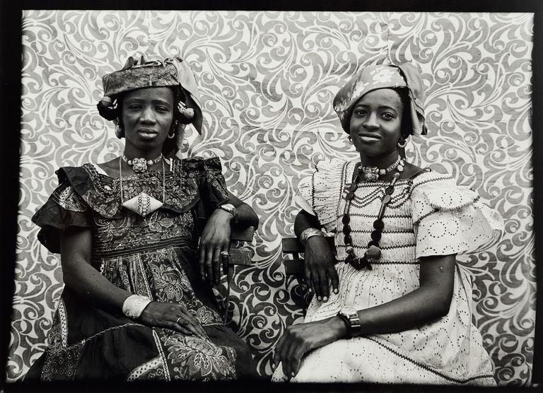 """""""The African Lookbook"""": uma história visual da representação das mulheres africanas entre 1870 e 1970"""